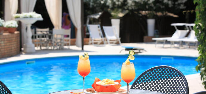 villaadriatica en early-booking-summer-hotel-rimini-centro-with-swimming-pool 005