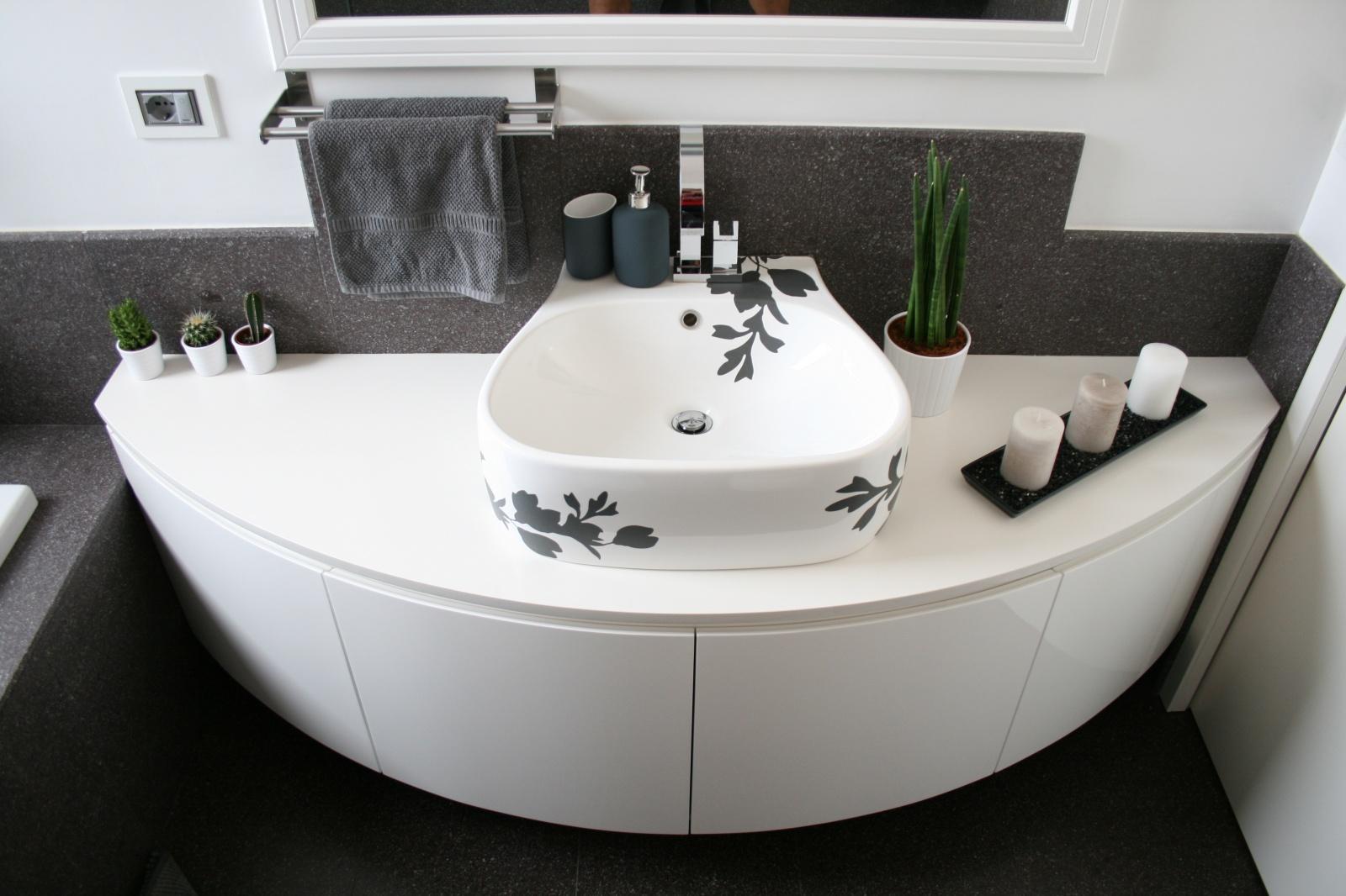 Mobile bagno curvo sospeso laccato lucido a rimini - Mobile bagno curvo ...