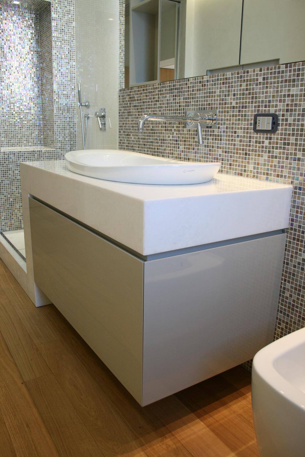 Mobile bagno sospeso moderno a cassettone a santarcangelo - Bagno di romagna last minute ...