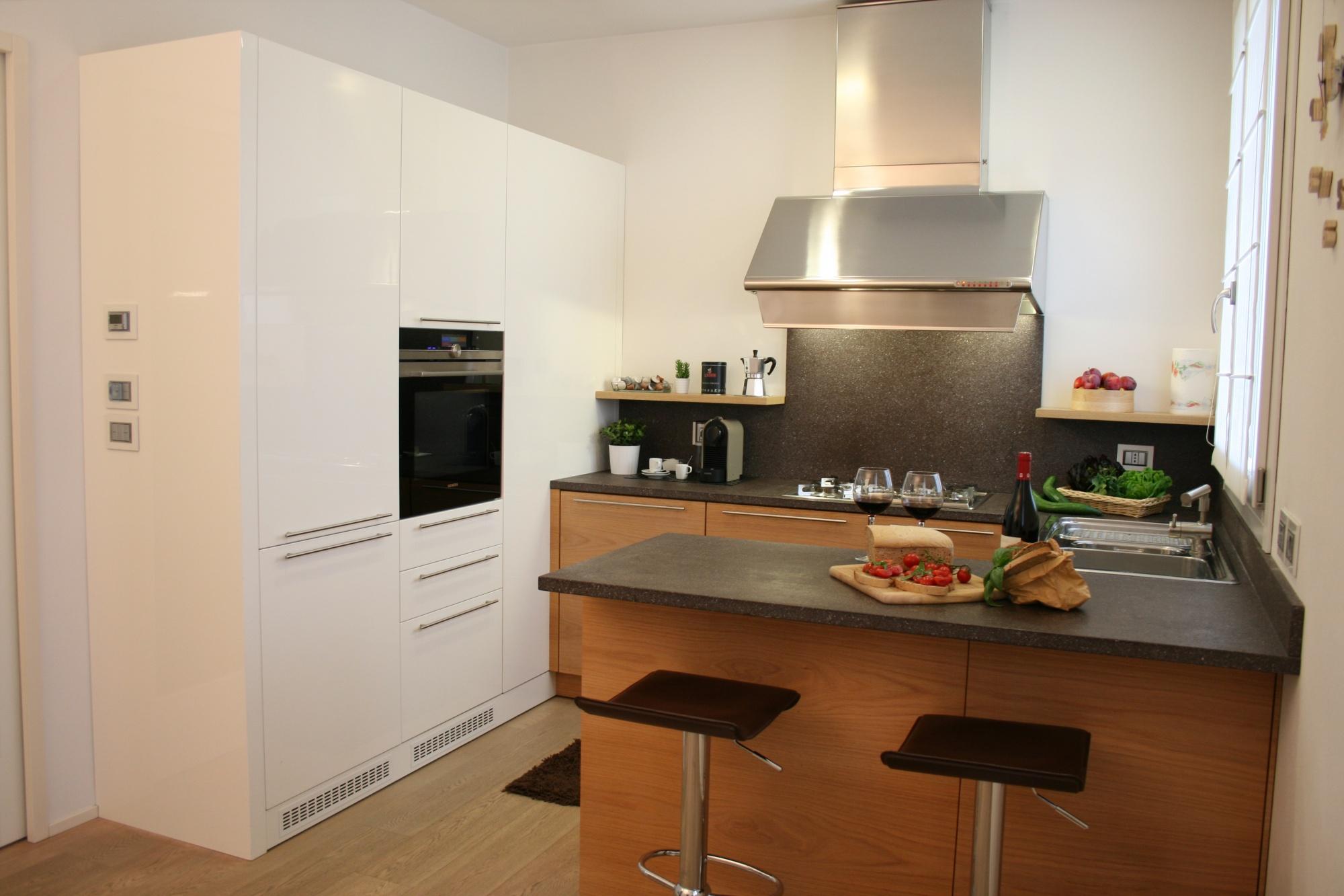 cucina moderna bicolore in rovere e bianco lucido a rimini On cucina moderna bicolore