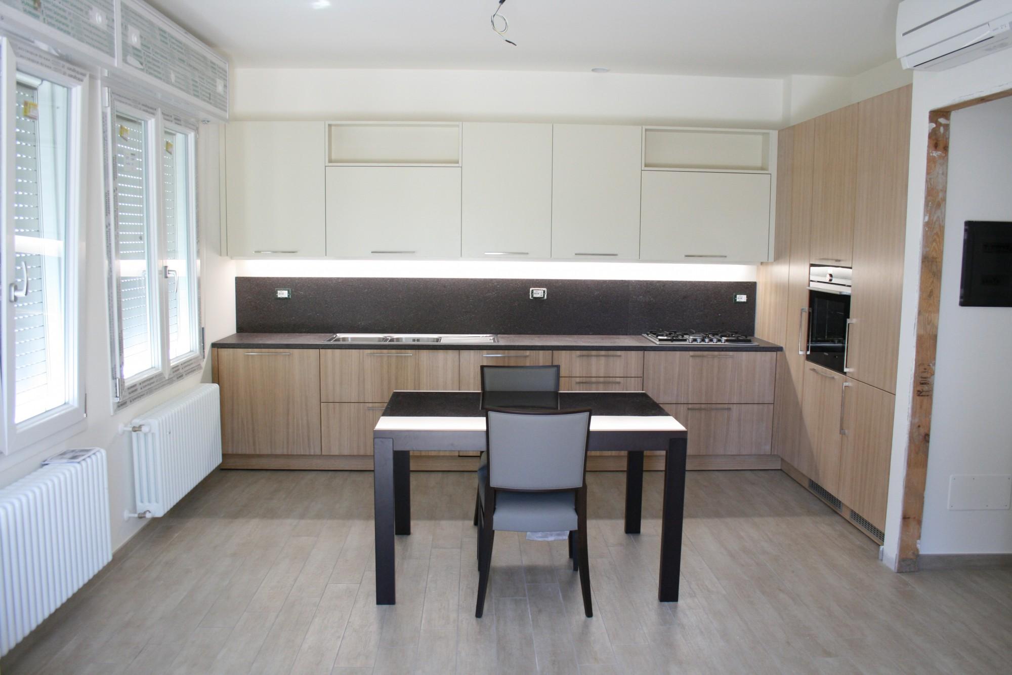 Cucina moderna bicolore in rovere e avorio a santarcangelo - Cucine bicolore moderne ...