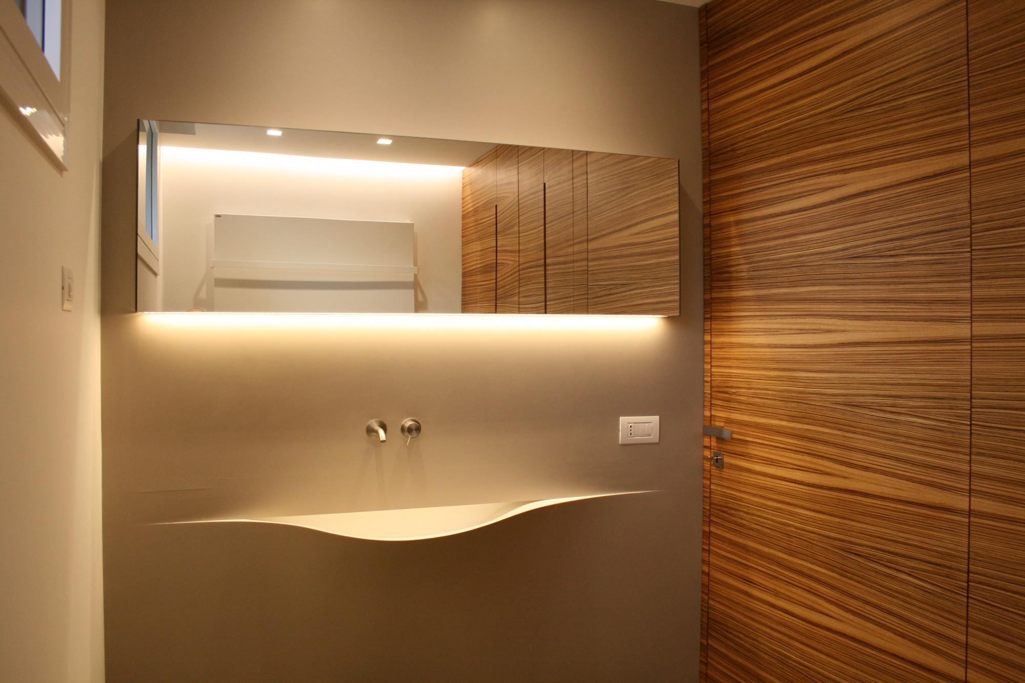Arredo bagno moderno in zebrano a santarcangelo di romagna for Rami secchi da arredo