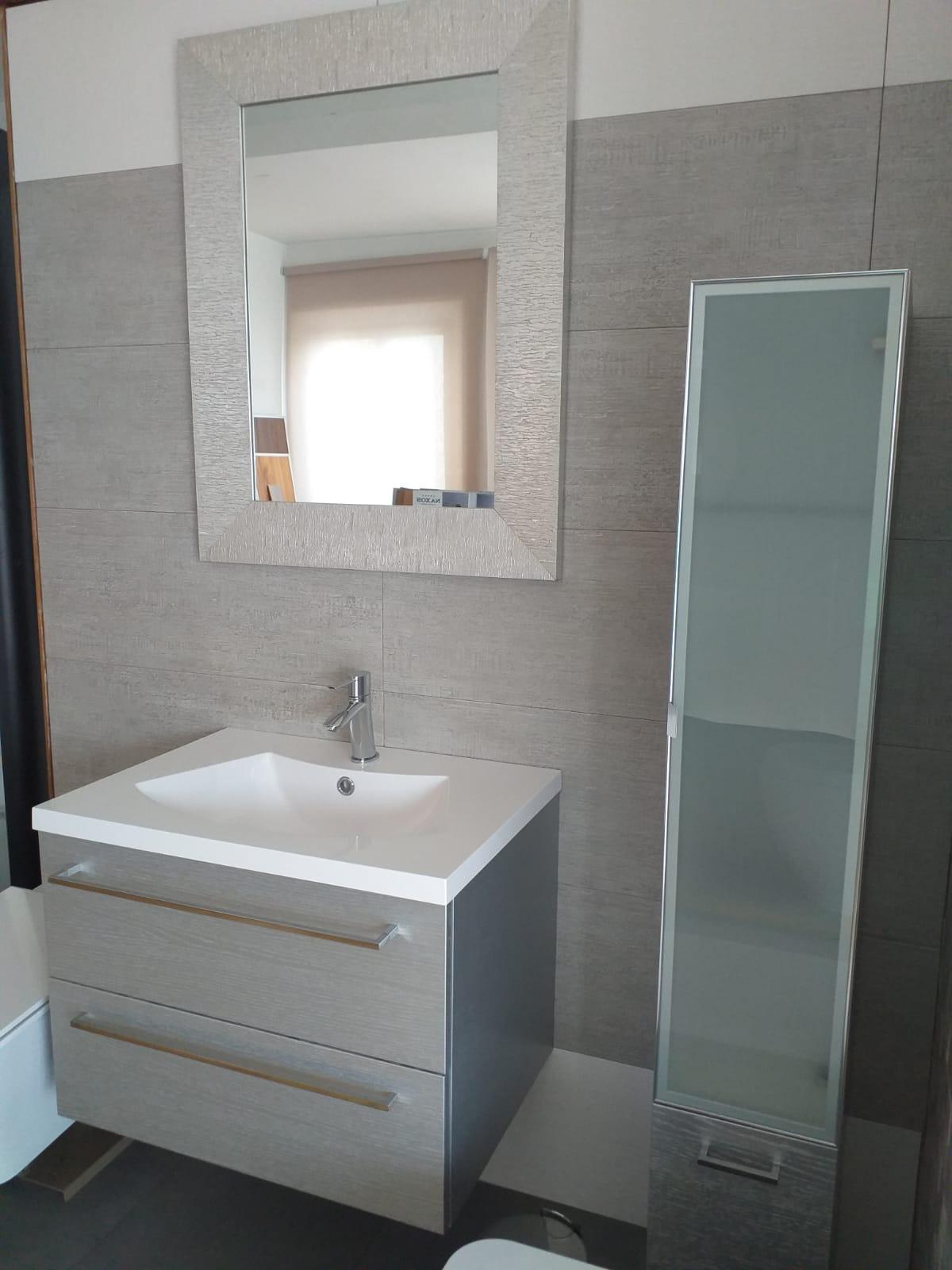 Offerta Mobile Bagno E Colonna Argento Con Specchio D Arredo Provincia Di Ancona