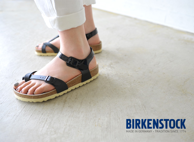 a72329c5a17 ... lightness while offering a perfect support. The advanced part of the  foot and the ankle are supported by two slim straps that allow this flip  flop a ...