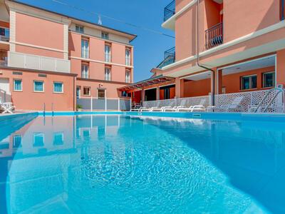 hoteldelavillecesenatico de september-in-cesenatico-italien-im-hotel-mit-beheiztem-pool 020