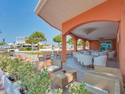 hoteldelavillecesenatico de september-in-cesenatico-italien-im-hotel-mit-beheiztem-pool 018