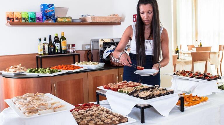 hoteldelavillecesenatico de august-erleben-sie-das-pulsierende-herz-des-sommers-in-cesenatico-italien 018