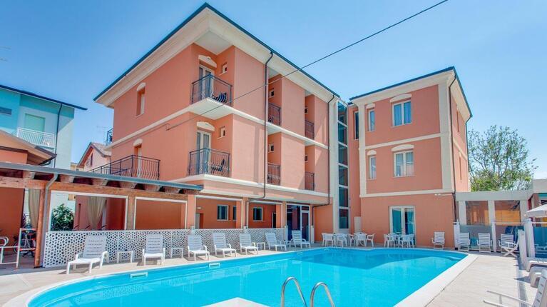 hoteldelavillecesenatico de august-erleben-sie-das-pulsierende-herz-des-sommers-in-cesenatico-italien 014