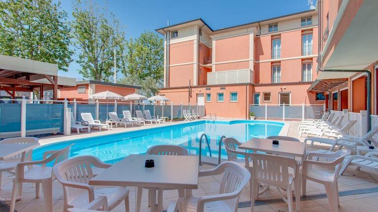 hoteldelavillecesenatico it speciale-luglio-con-una-spettacolare-vista-mare-in-hotel-a-cesenatico 016