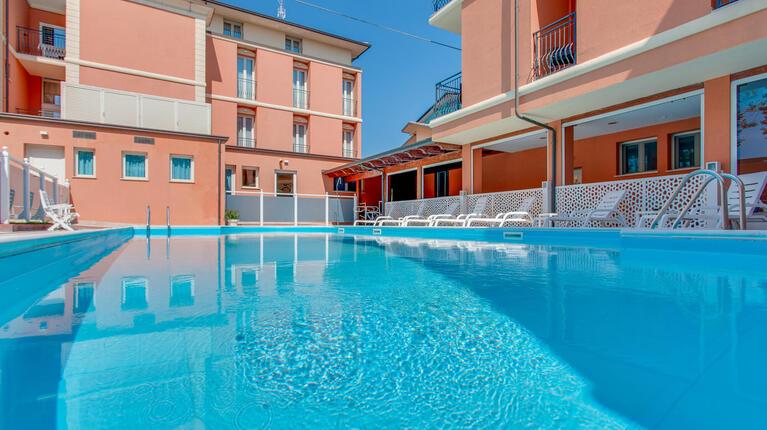 hoteldelavillecesenatico de september-in-cesenatico-italien-im-hotel-mit-beheiztem-pool 015