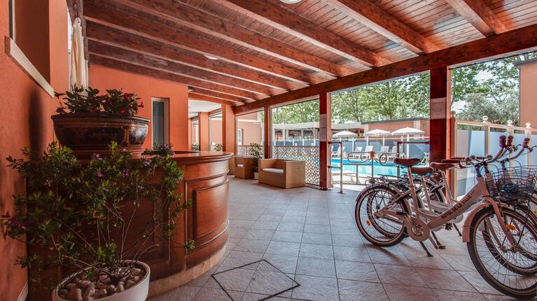 hoteldelavillecesenatico de september-in-cesenatico-italien-im-hotel-mit-beheiztem-pool 017