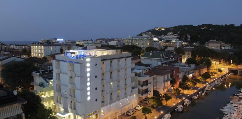 majorcagabicce de angebot-juni-hotel-gabicce-am-kanalhafen-in-der-naehe-von-bars-und-restaurants 012