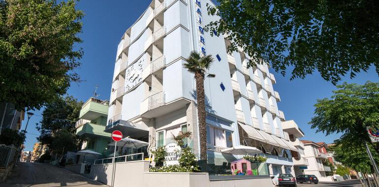 majorcagabicce it offerta-1-settimana-agosto-hotel-gabicce-mare-vicino-alla-spiaggia 012