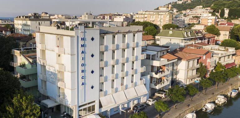 majorcagabicce it offerta-ferragosto-hotel-gabicce-mare-con-pensione-completa 011