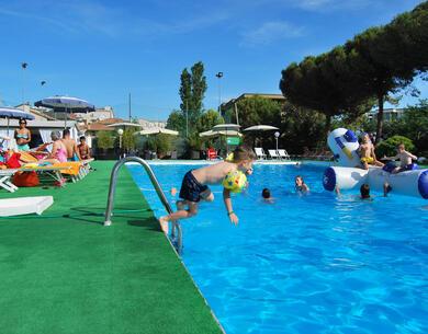 hotelpuntanord it speciale-2-giugno-a-rimini-in-villaggio-sul-mare 014