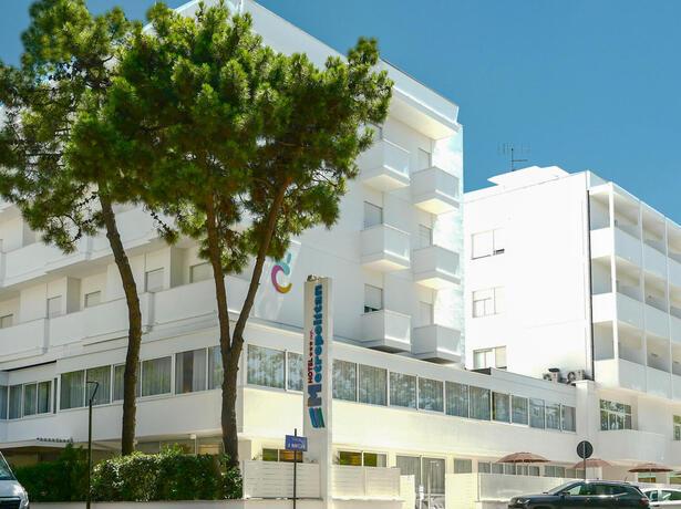 hotelmetropolitan de angebot-im-juli-im-hotel-fuer-paare-in-cesenatico-mit-pool 014