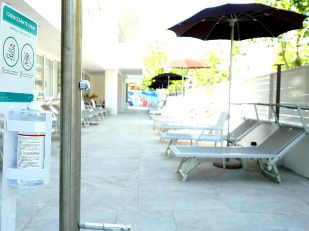 hotelmetropolitan de angebot-im-juli-im-hotel-fuer-paare-in-cesenatico-mit-pool 012
