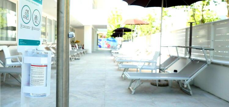 hotelmetropolitan it offerta-luglio-in-hotel-per-coppie-a-cesenatico-con-piscina 006