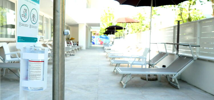 hotelmetropolitan de angebot-familienhotel-in-cesenatico-mit-pool-im-sommer 008