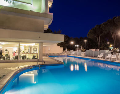 hotelkingmarte en offer-for-single-parents-hotel-in-lido-di-classe-with-free-parks 016
