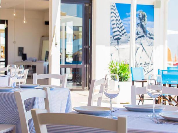 hotelkingmarte it offerta-agosto-lido-di-classe-villaggio-sul-mare-con-bimbi-gratis 012