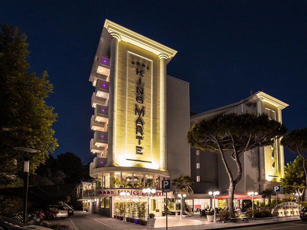 hotelkingmarte en offer-for-single-parents-hotel-in-lido-di-classe-with-free-parks 011