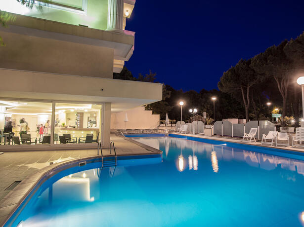 hotelkingmarte en offer-for-single-parents-hotel-in-lido-di-classe-with-free-parks 010
