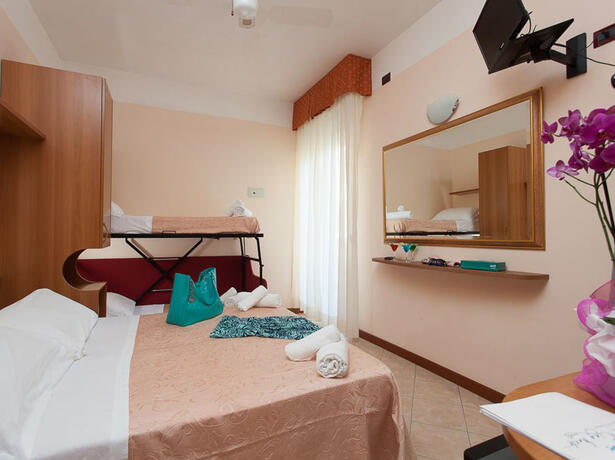 hotelkingmarte en offer-for-single-parents-hotel-in-lido-di-classe-with-free-parks 013