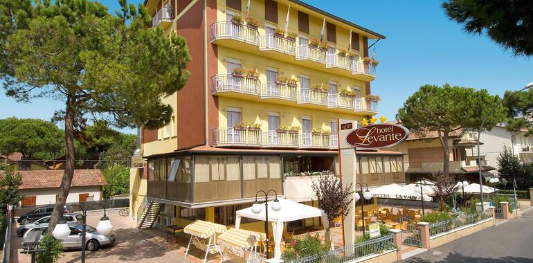 unionhotels it offerta-luglio-in-vacanza-a-pinarella-di-cervia-con-spiaggia-gratis 008