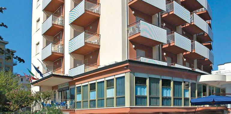 hotelzenith.unionhotels it offerta-agosto-a-pinarella-di-cervia-bambini-gratis-e-spiaggia-inclusa 009