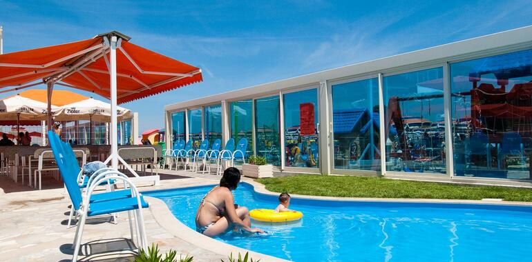 unionhotels de urlaub-im-juni-im-strandhotel-mit-pool-and-der-adriakueste 011