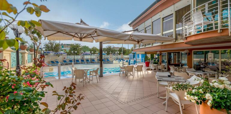 unionhotels it speciale-notte-rosa-in-hotel-3-stelle-superior-a-pinarella-di-cervia 009