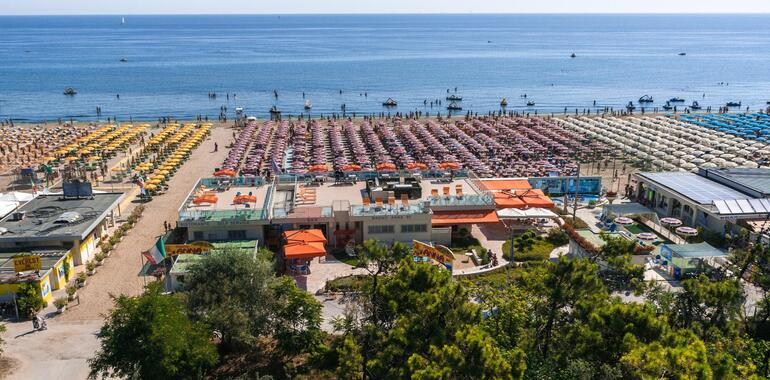hotelzenith.unionhotels en march-april-may-in-seaside-hotel-with-entrance-to-amusement-park-and-pool-in-pinarella-di-cervia 012