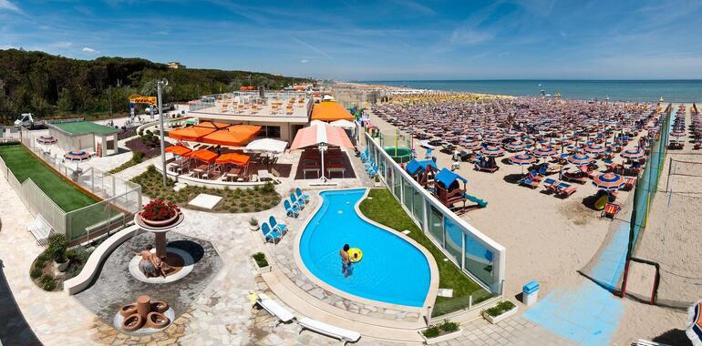 unionhotels it offerta-agosto-hotel-pinarella-di-cervia-con-piscina-e-spiaggia-inclusa 011
