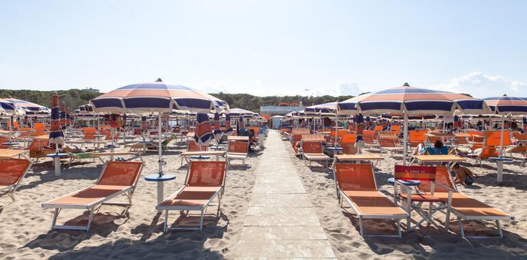 unionhotels de urlaub-im-juni-im-strandhotel-mit-pool-and-der-adriakueste 012