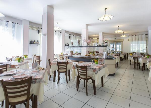 hsuisse it offerta-giugno-al-mare-in-hotel-3-stelle-a-milano-marittima 016