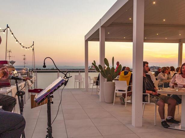 hotelesplanadecesenatico en september-events-hotel-cesenatico-with-sea-view-rooftop 011