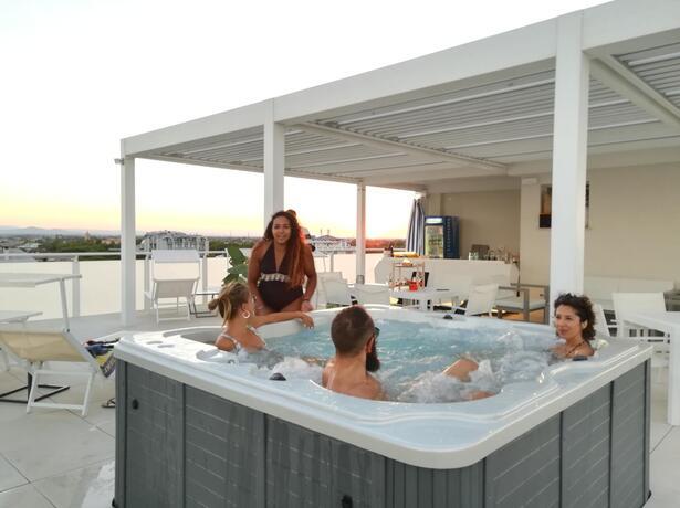 hotelnewcastlecesenatico it offerta-luglio-in-hotel-vicino-al-mare-a-cesenatico 013