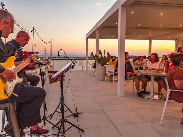 hotelnewcastlecesenatico it settimana-per-famiglie-luglio-all-inclusive-in-hotel-vicino-al-mare-a-cesenatico 014