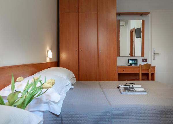 hotelpierrericcione it offerta-ultima-settimana-agosto-riccione-hotel-vicino-al-mare 016