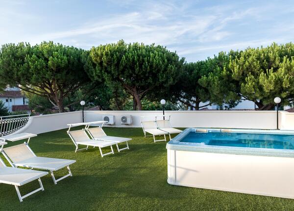 hotelpierrericcione en offer-august-riccione-hotel-all-inclusive-with-beach 013
