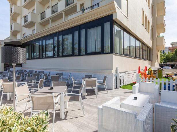 hotelgardencesenatico de angebot-all-inclusive-august-hotel-cesenatico-mit-pool-am-meer 004