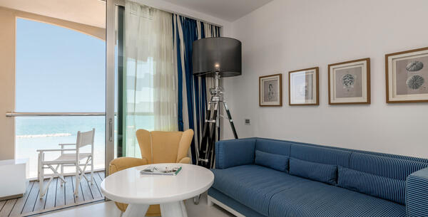 excelsiorpesaro en hotel-with-exclusive-spa-in-pesaro-with-a-bottle-of-prosecco-and-fresh-fruit 015