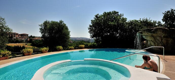 lameridianaperugia en summer-in-umbria-cool-days-by-the-pool 018