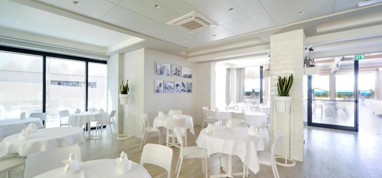 hotelnautiluspesaro it offerta-di-agosto-in-hotel-a-pesaro-con-spiaggia-e-piscina 011