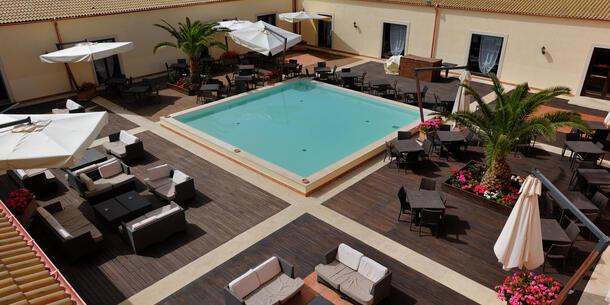 sikaniaresort it pizza-a-bordo-piscina-in-resort-sicilia 026