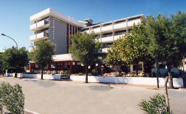 hotelpalmarosa it promozione-agosto-al-mare-a-roseto-degli-abruzzi-in-hotel-con-spiaggia-inclusa-e-camere-spaziose 012