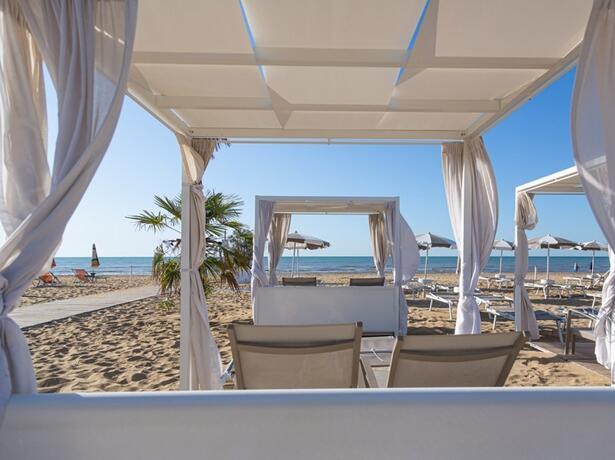 hotel-montecarlo it vacanza-di-coppia-a-giugno-sul-mare-a-bibione 017