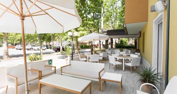 hotelkristalex fr special-giro-d-italia-a-cesenatico-sejour-a-l-hotel-pres-du-passage-des-cyclistes 024