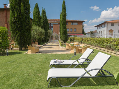 sangregorioresidencehotel en hotel-pienza-with-a-special-agreement-with-the-farm-for-trekking-and-tasting-sessions 011